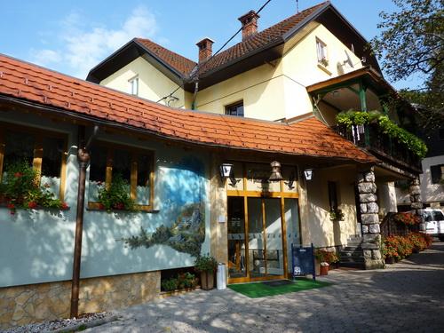 gostilna-pri-planinskem-orlu-1_resize